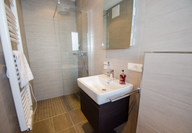Apartment in Zell am See - Superb Alpine Lodges Zell am See 4pax